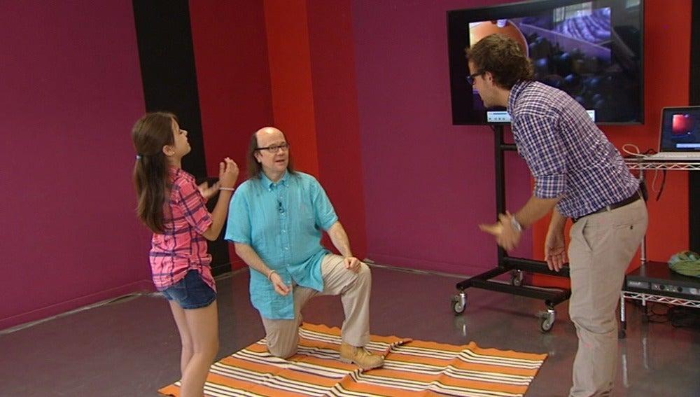 Santiago Segura tiene que convencer a Julia de subir a la alfombra durante los ensayos