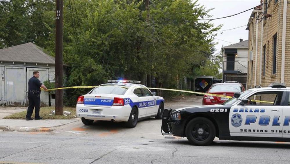 Agentes de Policía en el domicilio de la contagiada en Dallas