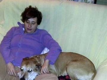 Teresa Romero junto a su perro, Excalibur