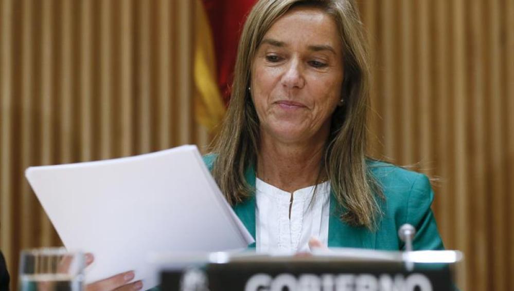 La exministra de Sanidad, Ana Mato, al inicio de su comparecencia