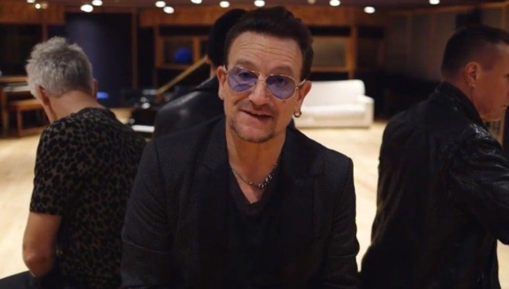 Bono en una imagen del vídeo