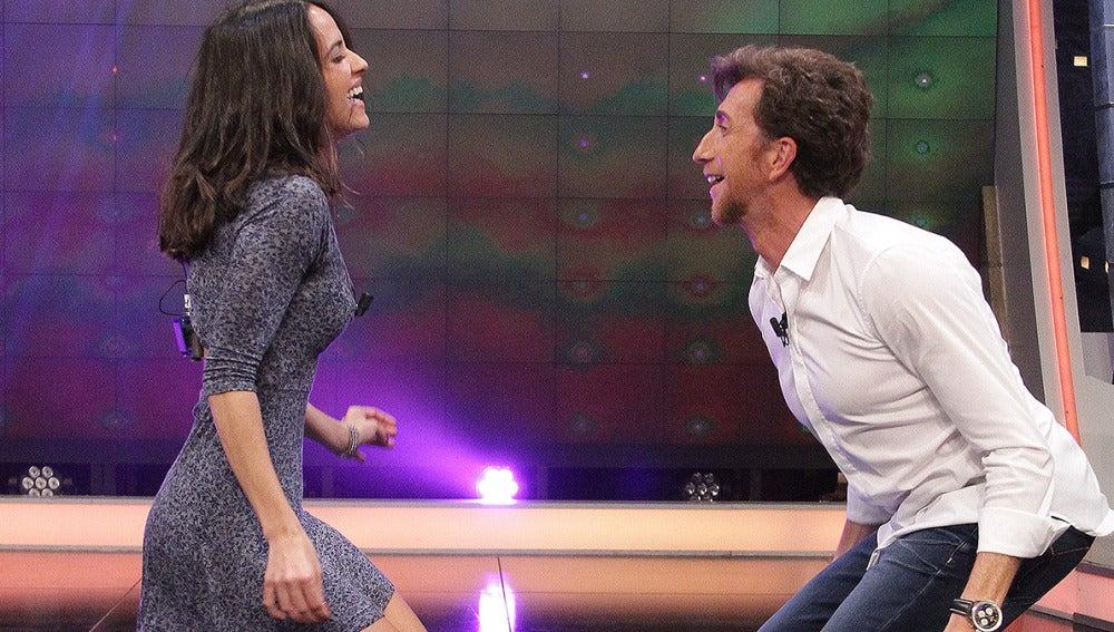 Macarena García y Pablo Motos bailando en El Hormiguero 3.0