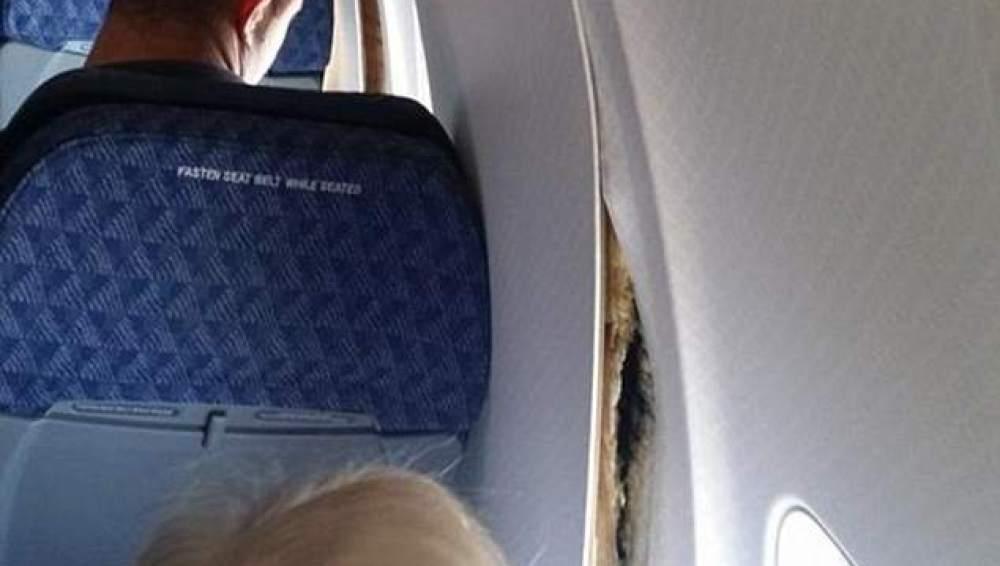 Parte del avión despegada