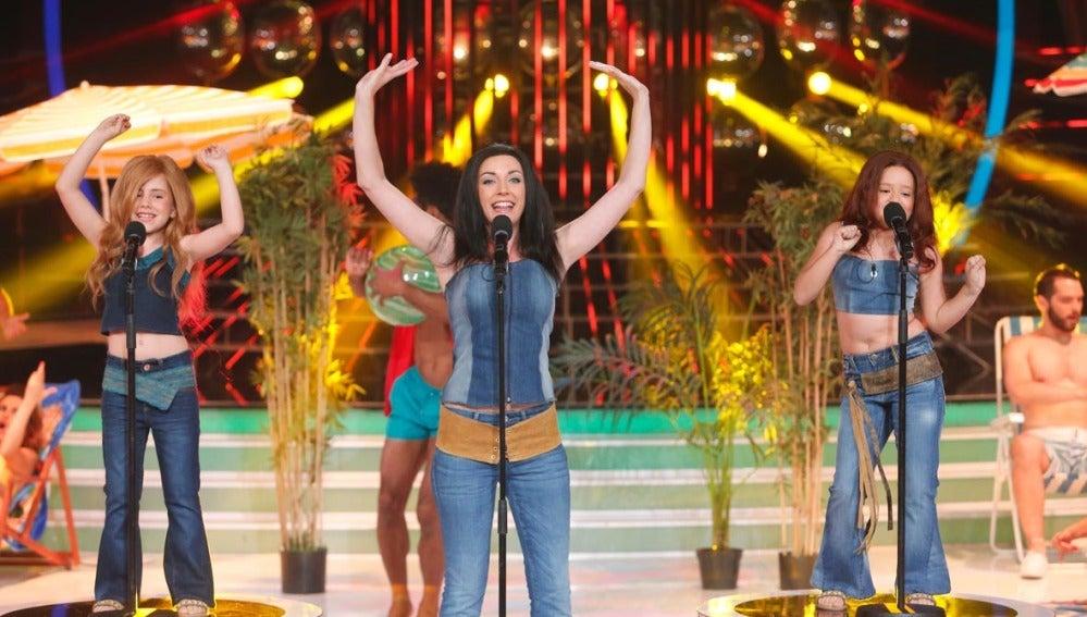 Anna Simon y Nayra imitan a Las Ketchup en Tu cara me suena Mini
