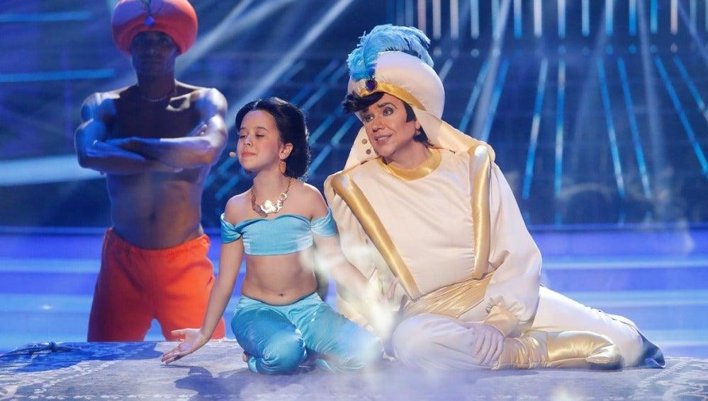 Santiago Segura y Julia imitan a Aladdin y Jasmine en Tu cara me suena Mini