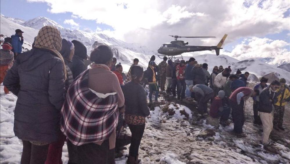 Al menos 85 montañeros desaparecidos en Nepal