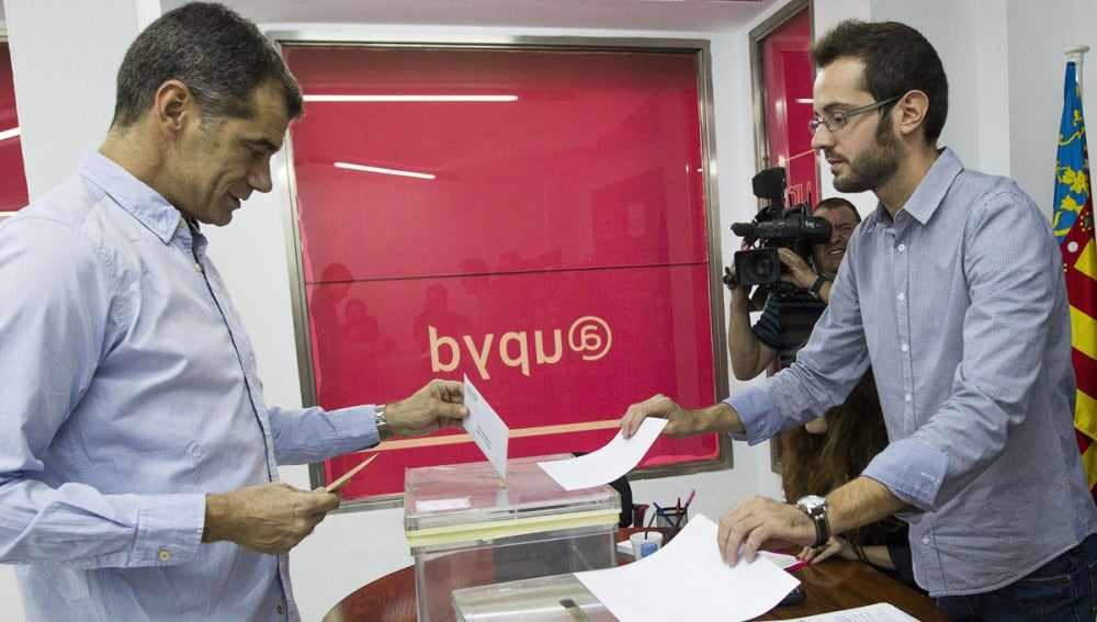 Toni Cantó vota en las primarias de UPyD para la Comunidad Valenciana