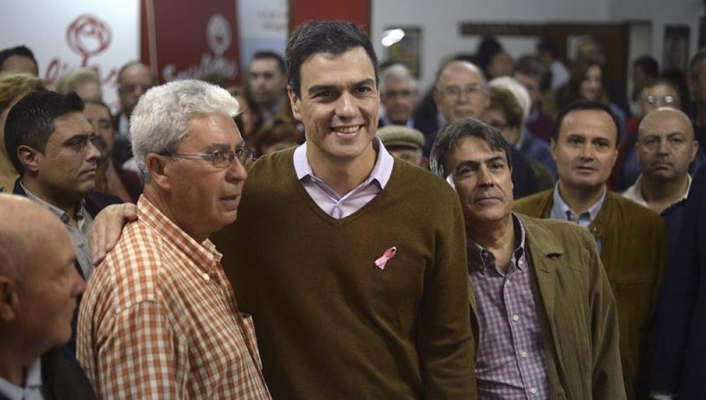 Pedro Sánchez, durante su visita a una agrupación socialista en la localidad madrileña de Coslada