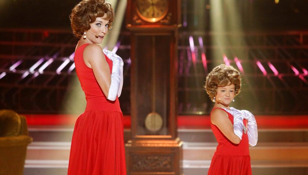 Anna Simon y Nayra imitan a Rocío Durcal en Tu cara me suena Mini