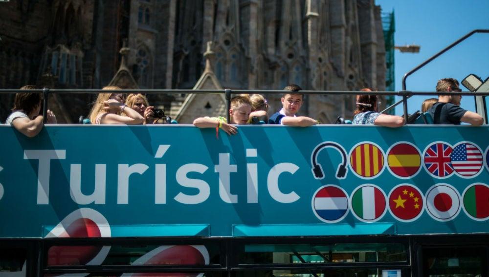 Turistas extranjeros, frente a la Sagrada Familia