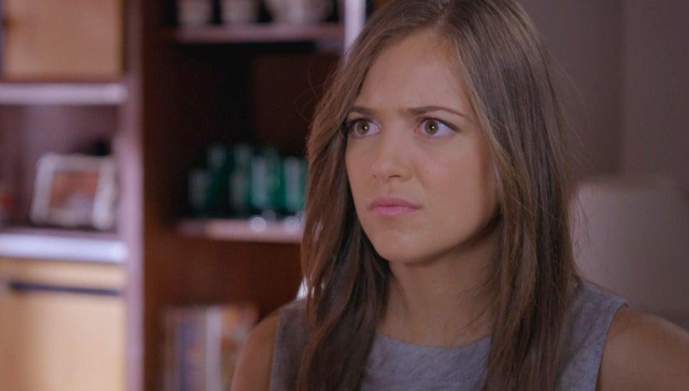 Paula descubre que ella y Manu son primos