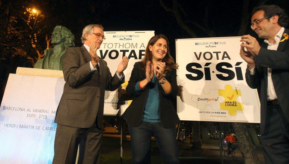 Acto de pega de carteles en Barcelona