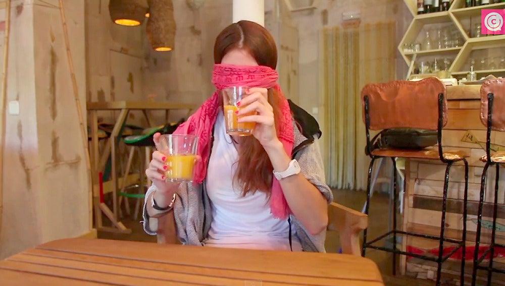 Una de los participantes en la cata de zumos de Equipo Gourmet
