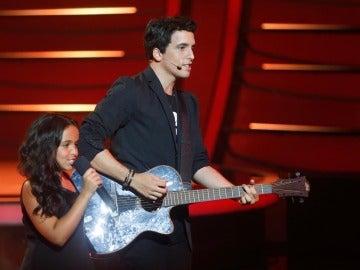 Xuso Jones y Abril imitan a Alejandro Sanz y Alicia Keys en Tu cara me suena Mini