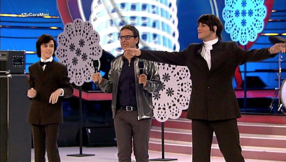 Daniel Diges y José Luis juegan al frisbee en Tu cara me suena Mini