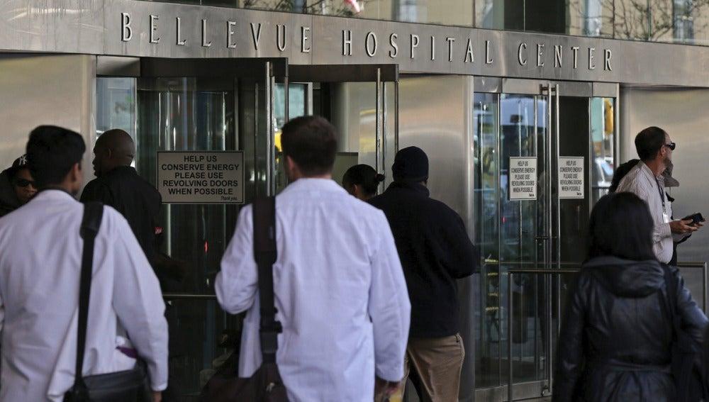 Vista de la entrada del hospital Bellevue