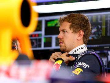 Vettel, en el box de Red Bull