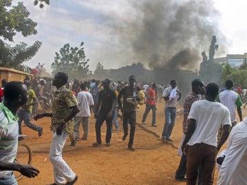 """La sociedad burkinesa exige al Éjército que no """"confisque"""" la transición"""