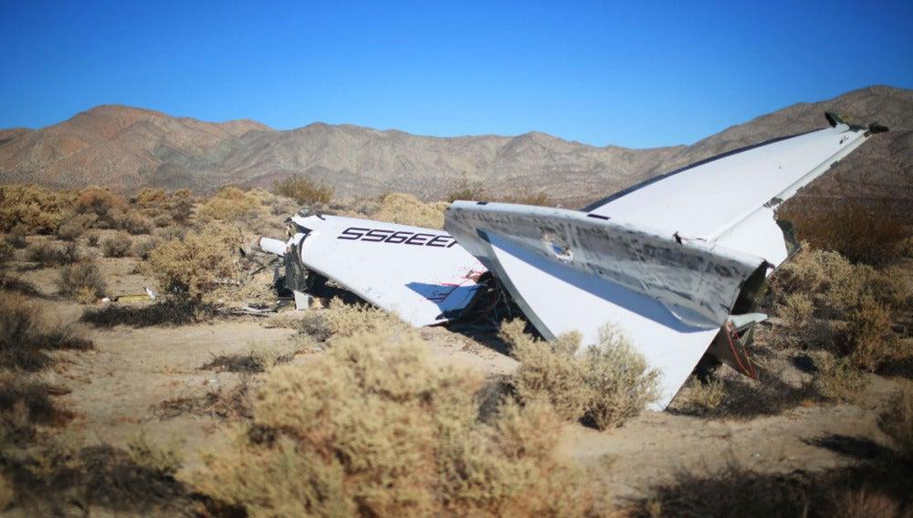 Parte de la nava de Virgin estrellada en el desierto californiano de Mojave