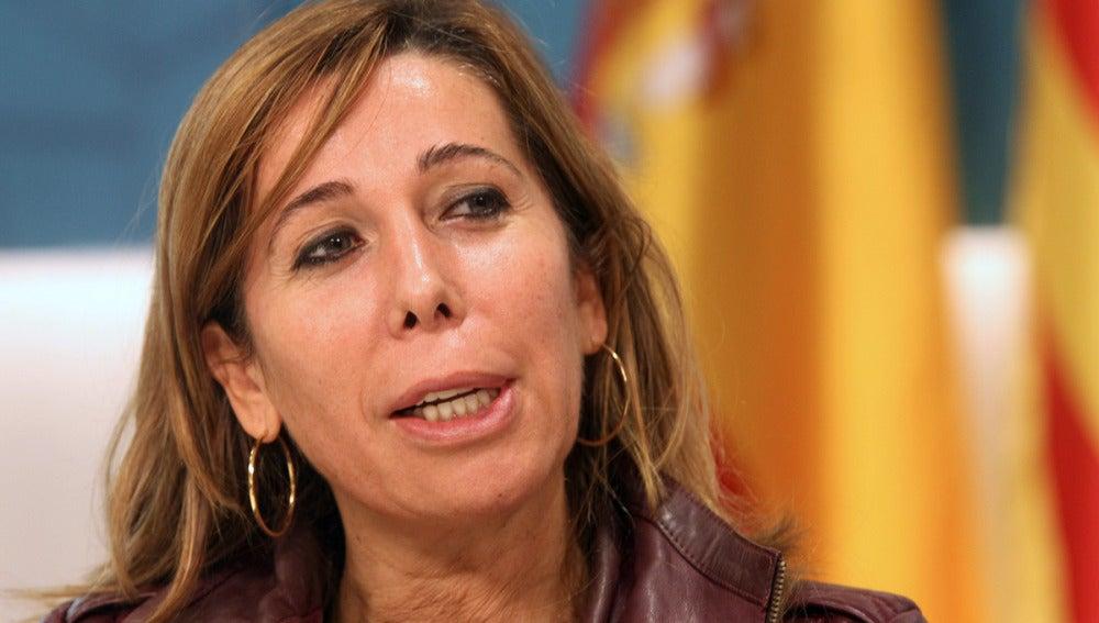 """Sánchez Camacho cree que el PP y el Gobierno deben ser """"muy contundentes"""" ante los casos de corrupción."""