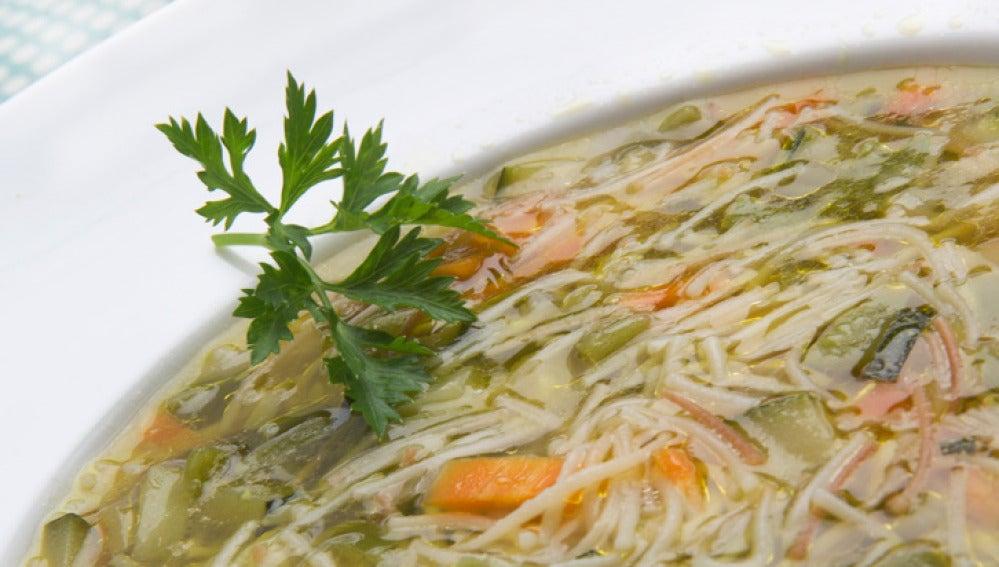 Sopa de fideos con palomitas al curry