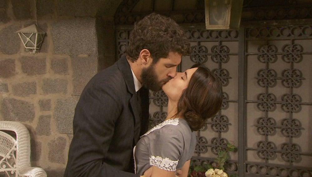 Bosco besa a Inés en un arrebato de pasión