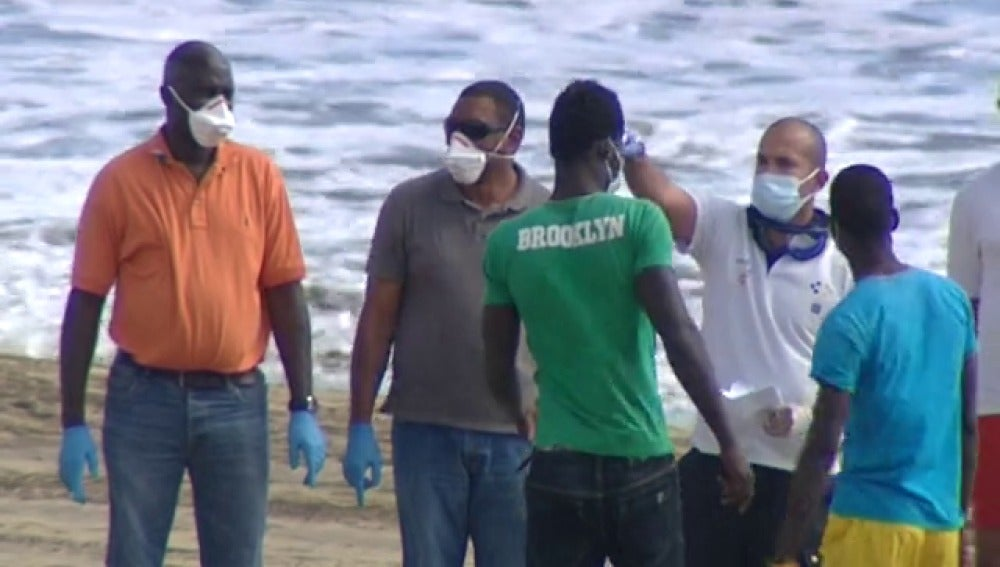 23 inmigrantes aislados durante casi seis horas por sospechas de ébola