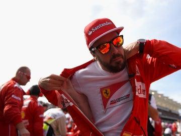 Fernando Alonso se quita el mono de Ferrari