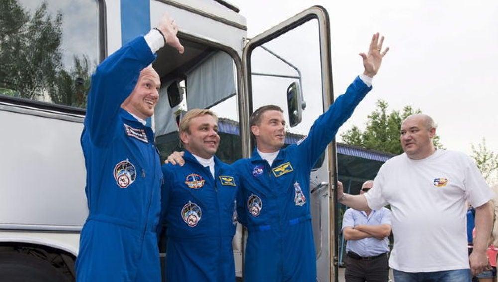 Aterriza con éxito la nave Soyuz TMA-13M, con tres tripulantes a bordo