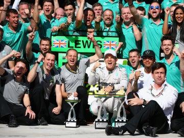 Hamilton y Rosberg celebran un doblete