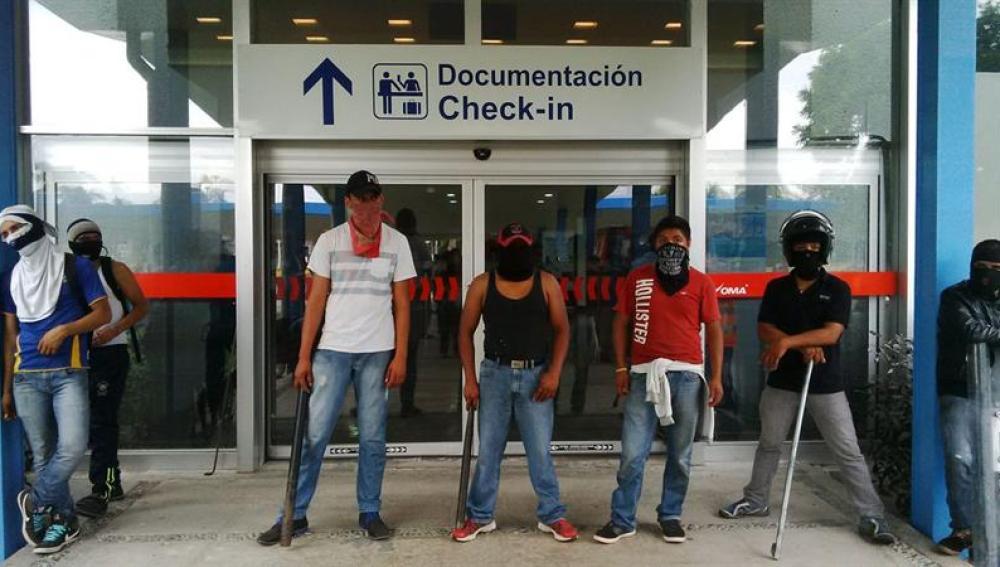 Protesta en las inmediaciones del aeropuerto de Acapulco