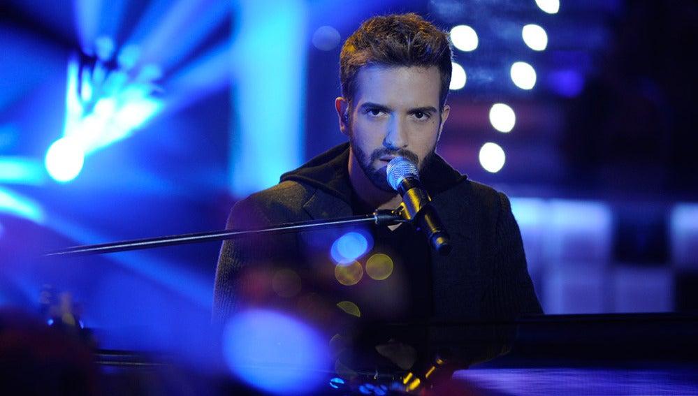 Pablo Alborán canta en Los viernes al show
