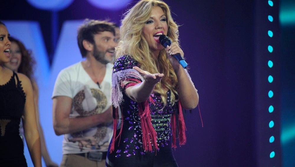 Rebeca canta 'Duro de pelar' en 'Los viernes al show'
