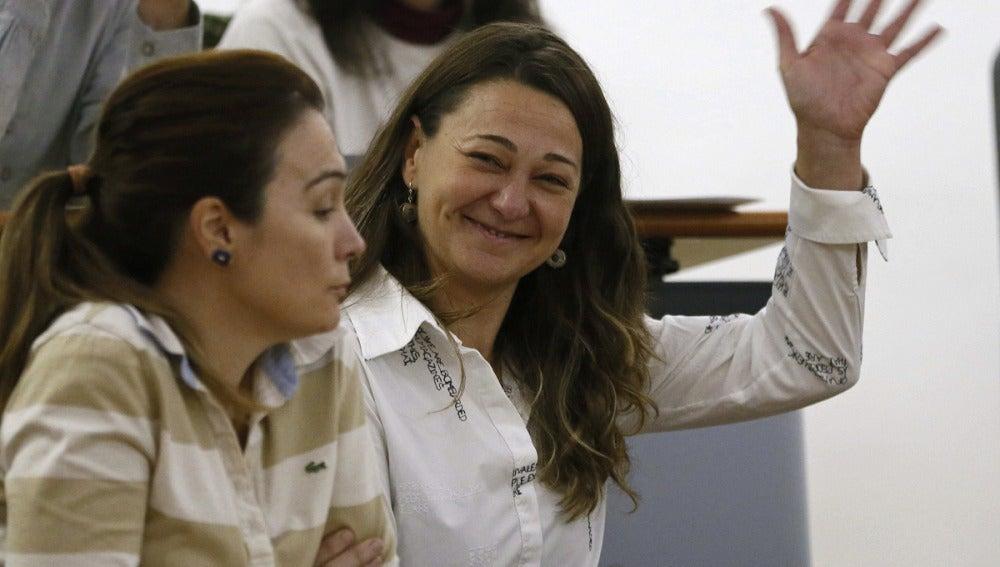 Beatriz Arceredillo sonríe tras ser elegida alcaldesa de Parla