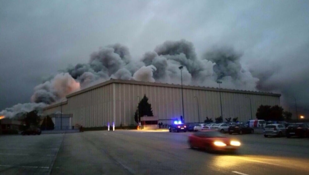 La fábrica de Campofrío rodeada de humo