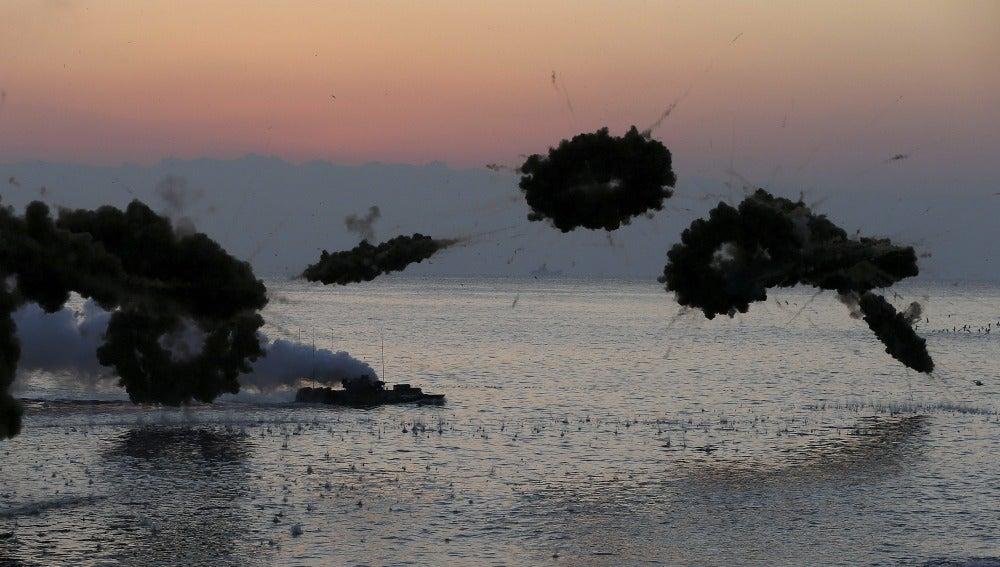 Maniobras militares en el mar surcoreano (18-11-2014)