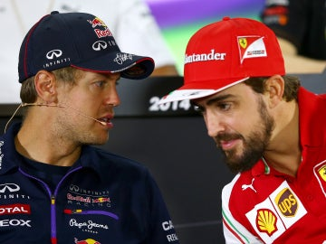 Vettel y Alonso charlando