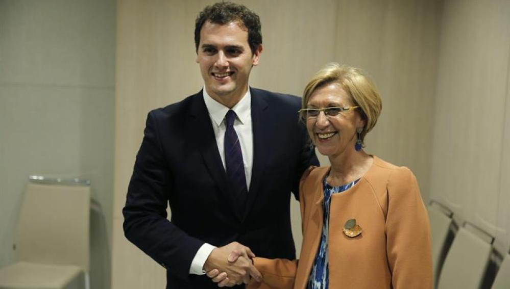 Albert Rivera y Rosa Díez posan juntos.