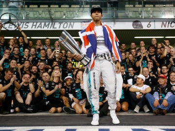Hamilton, vitoreado por Mercedes