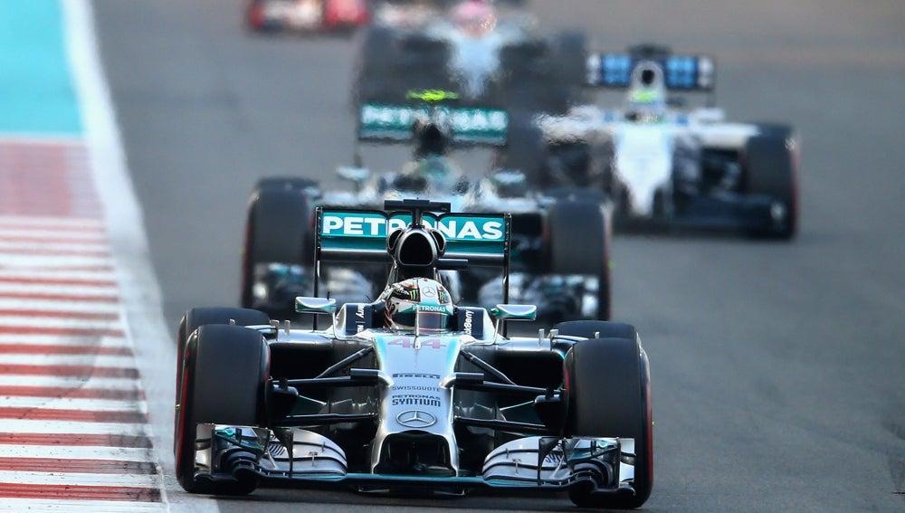 Lewis venció a Rosberg en la salida