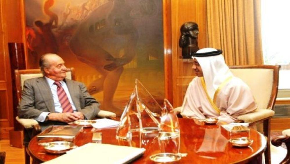 El rey Don Juan Carlos en una reunión con un representante árabe.