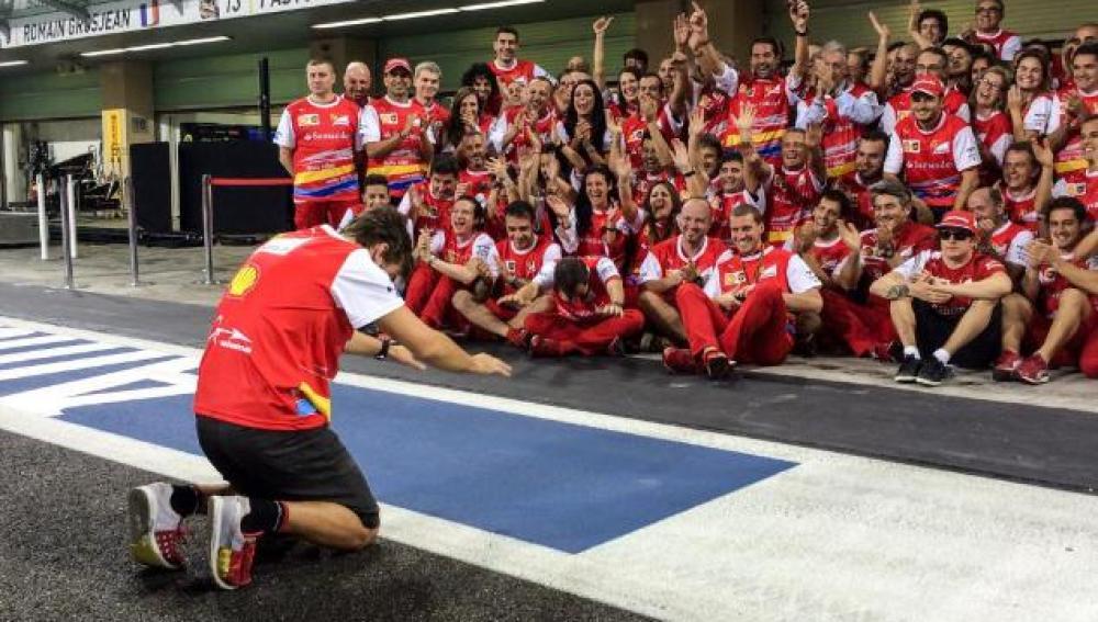 Fernando Alonso rinde homenaje a Ferrari
