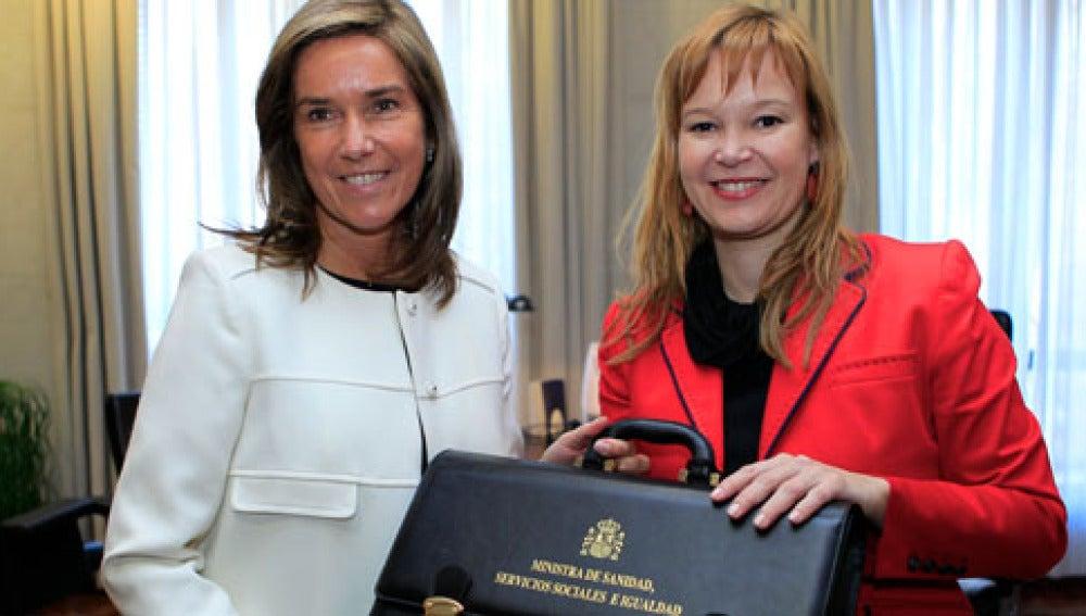 Ana Mato recibió su cartera de Leire Pajín