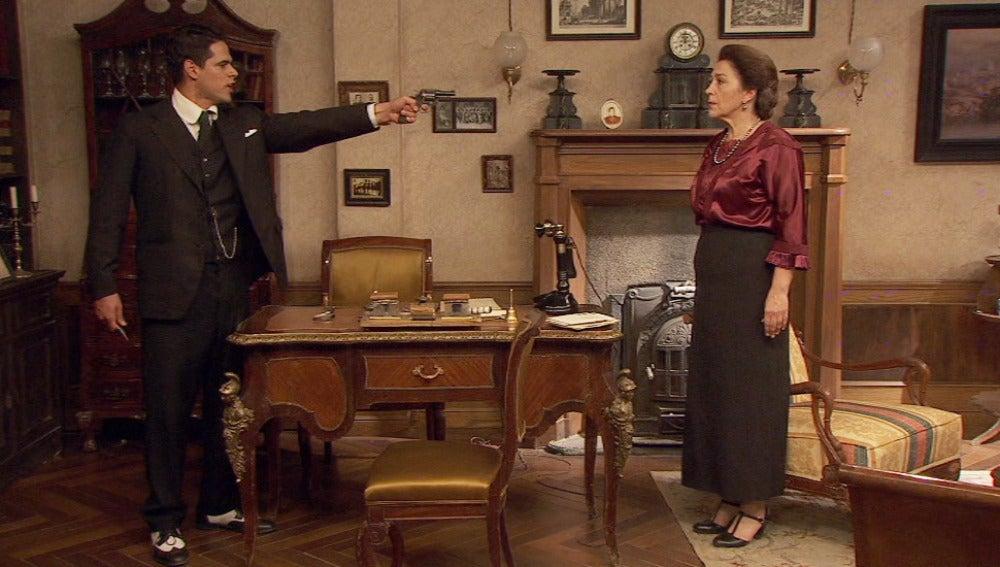 Tristán amenaza a Francisca con una pistola
