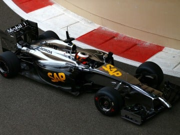 El McLaren Honda, en los segundos tests de Abu Dabi