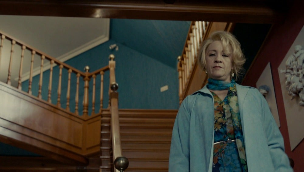 Sara intenta que Grettel no crea a su hermano Hansel