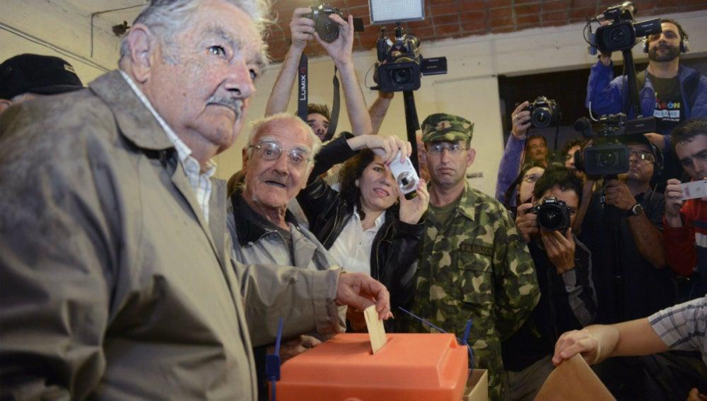 José Mujica, votando
