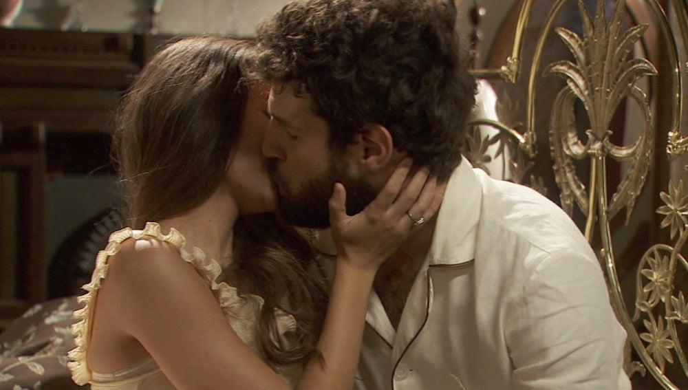 Bosco no puede dejar de pensar en Inés en su primera noche de bodas con Amalia
