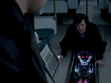 Sherlock habla con John de su muerte fingida