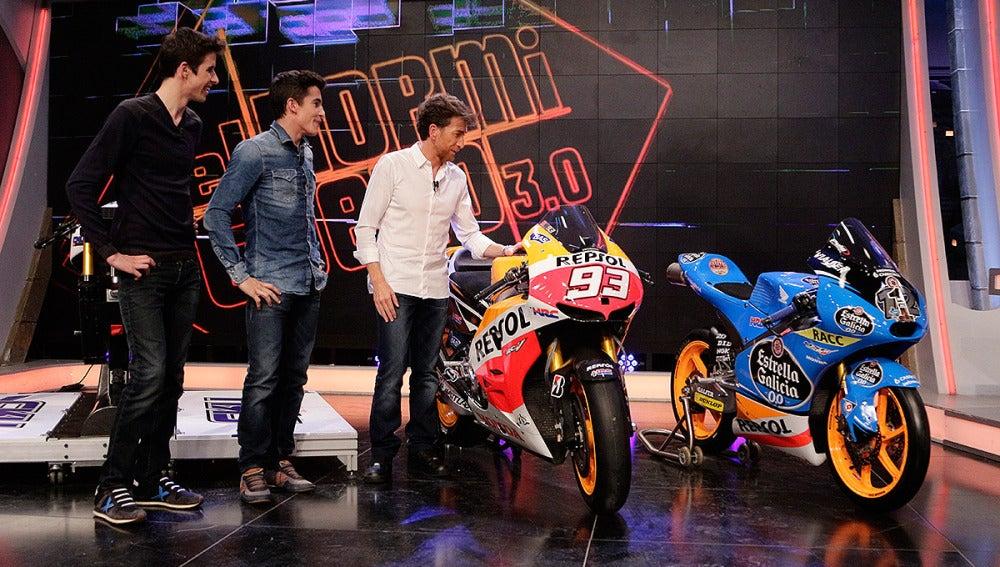 Marc y Álex Márquez con Pablo Motos